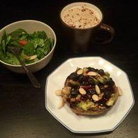 Desayuno-tostas-aguacate-compota