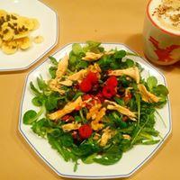 desayuno-ensalada-espinacas-pollo-frutos secos