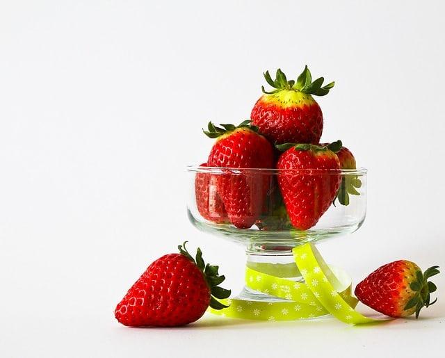Copa con fresas dentro