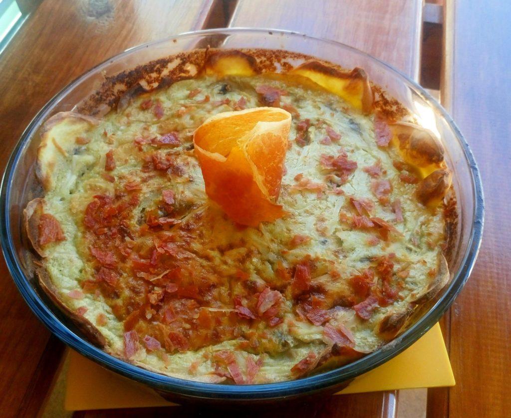 Pastel de champiñones y pollo con crujiente de jamón
