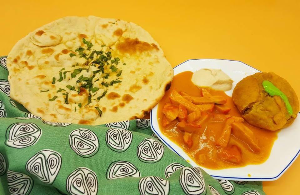 Cocina hindú: pollo con ghee, samosa con harina de yuca, pan naam
