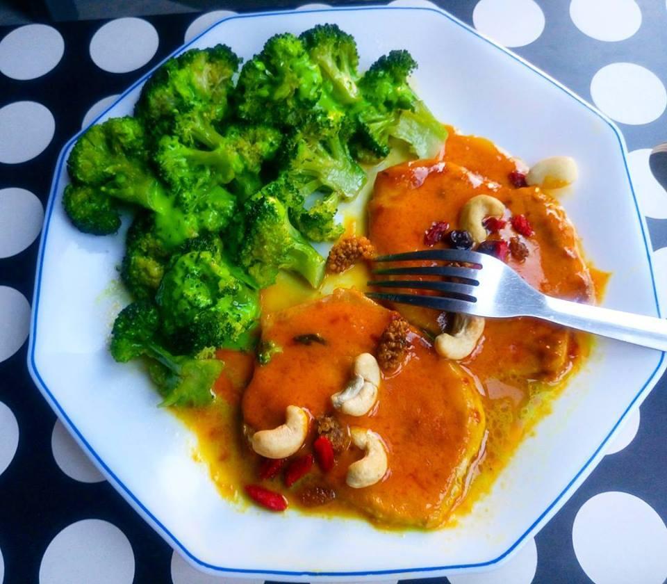 Lomo con salsa de zanahorias y brócoli