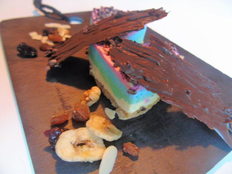 Tarta unicornio muy divertida de muchos colores