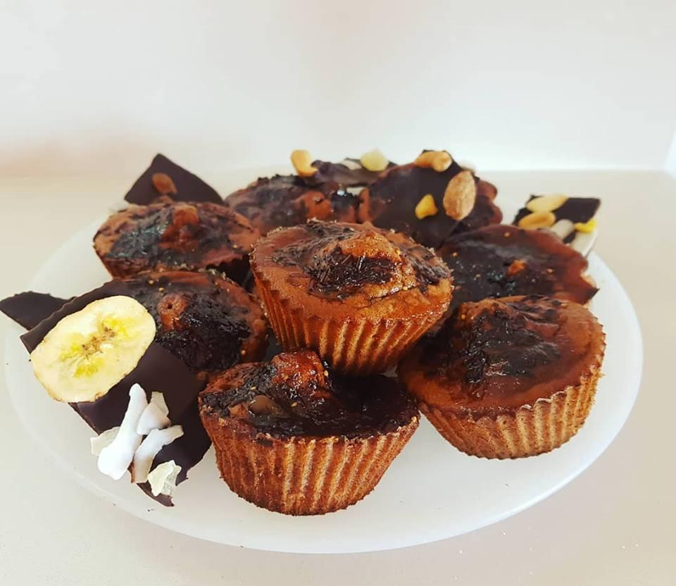 Magdalenas de plátano y lino con crujiente de chocolate