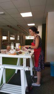 Taller de Barrigasana en la sala Paleotraining de Madrid en Julio 2018 cocinando