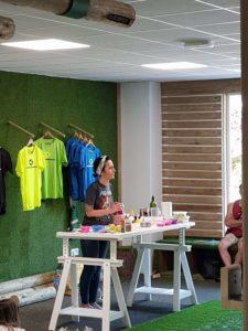 Taller de Barrigasana en la sala Paleotraining de Madrid en Junio 2018 escuchando y cocinando