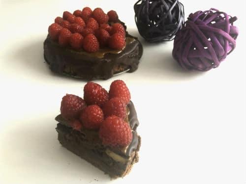 Tarta de tres texturas de chocolate y frambuesas porción