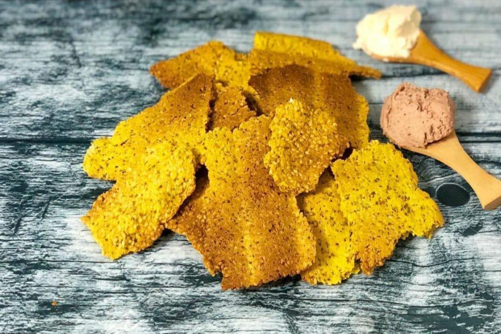 Crackers de sésamo y cúrcuma