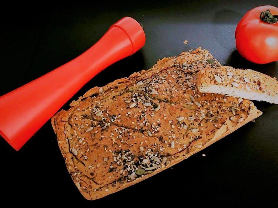 pan de aguacate y olivas verdes