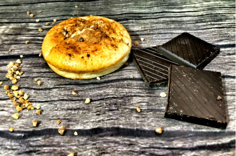 Bollitos de canela rellenos de chocolate negro (keto)