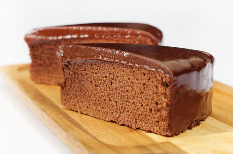 Tarta navideña de aguacate y chocolate negro