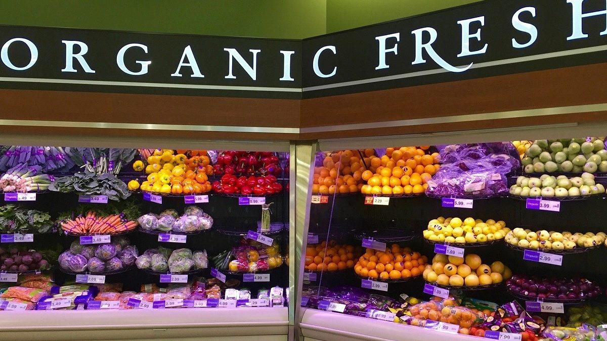 Nevera con alimentos orgánicos