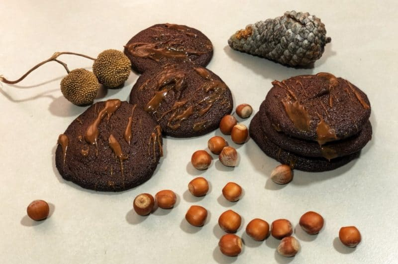 Galletas keto de chocolate y crema de cacahuete
