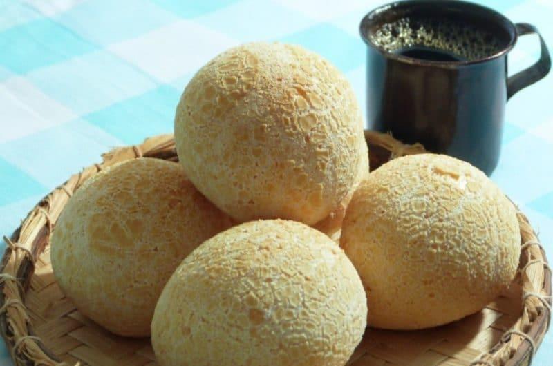 Pan de yuca y aceite de oliva