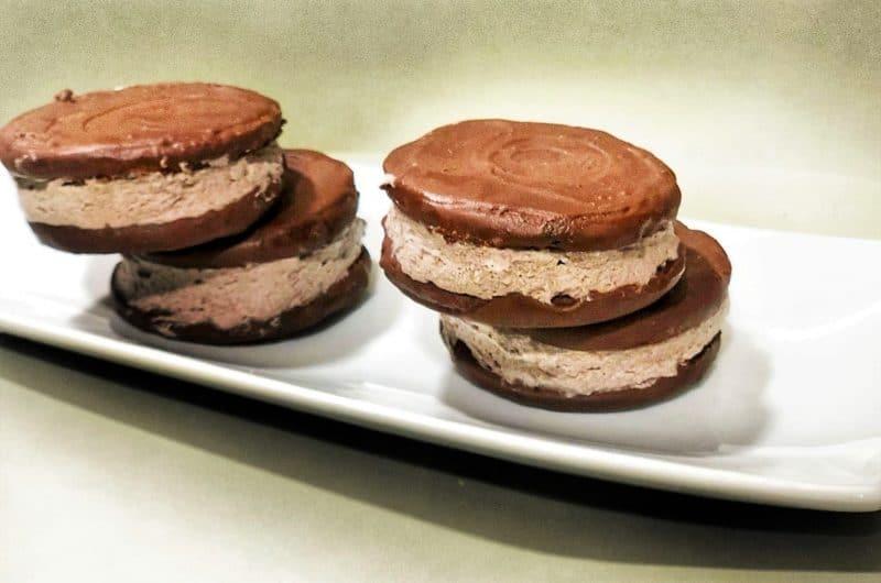 Alfajores de chocolate rellenos (versión keto)