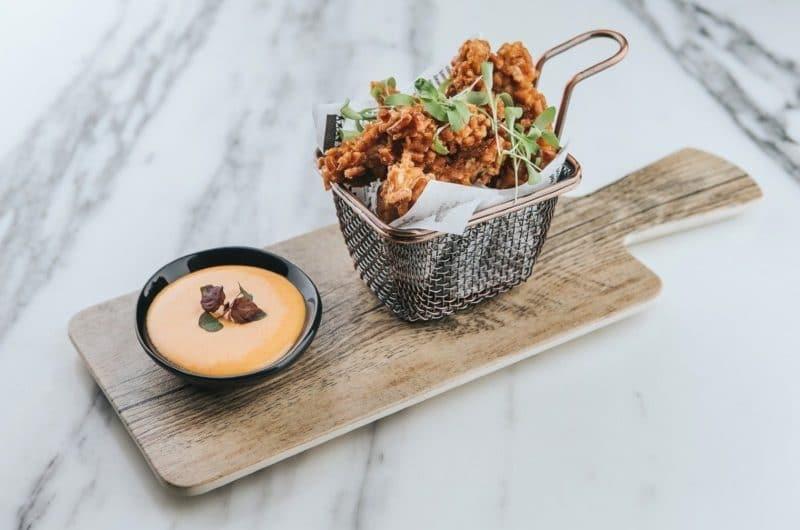 Keto Fried Chicken (con salsa)